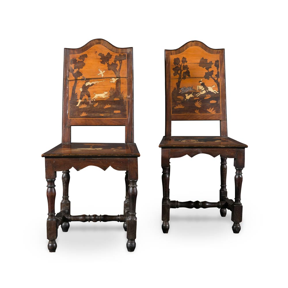 Coppia di sedie decorate con scene di caccia for Sedie decorate per natale